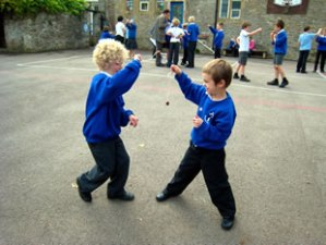 946_3_playing-conkers-in-the-playground